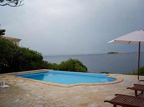 Piscine polyester avec coffre, bord de mer -  - piscine coque polyester