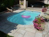 Petite piscine aménagée -  - piscine coque polyester
