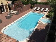 grande piscine plage avec bois - Photo piscine à coque