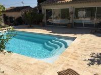 Coque polyester très moderne - Photo piscine à coque