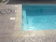 Piscine rectangle et marche de sécurité - Photo piscine à coque