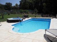 Piscine coque avec un spa qui déborde -  - piscine coque polyester
