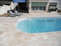 arrondi margelle travertin sur piscine polyester - Photo piscine à coque