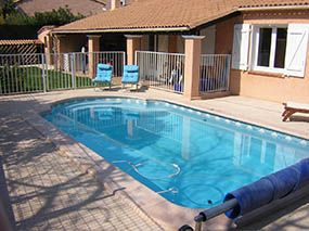 Piscine coque fond en pente -  - piscine coque polyester