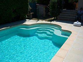 Piscine escalier roman, 5 marches centrales -  - piscine coque polyester