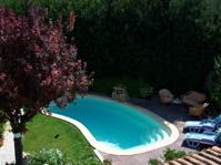 Piscine polyester avec dallage en tech -  - piscine coque polyester