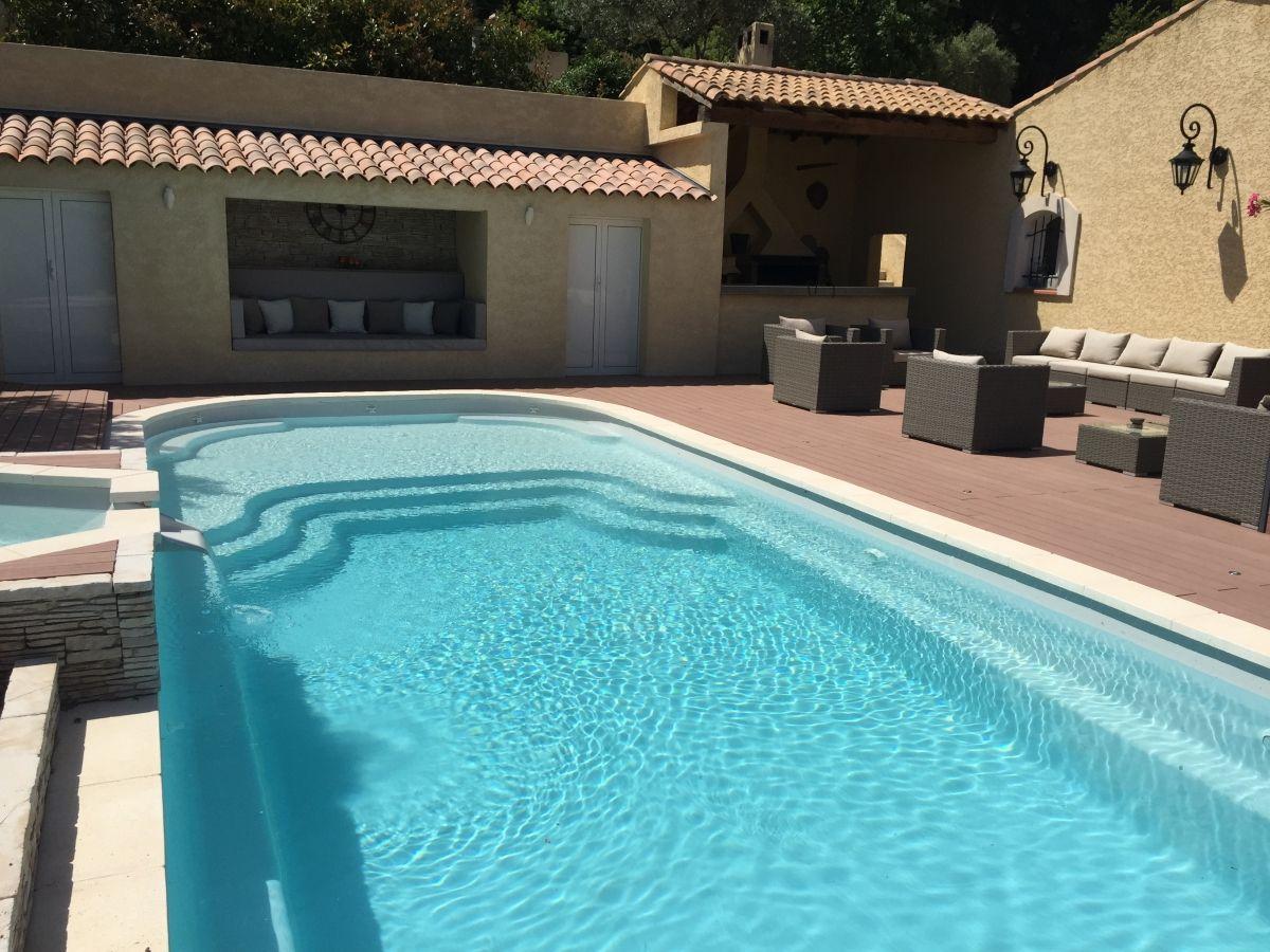 Fiche technique de la piscine mod le lac de charmes caract rist - Piscine coque avec plage ...