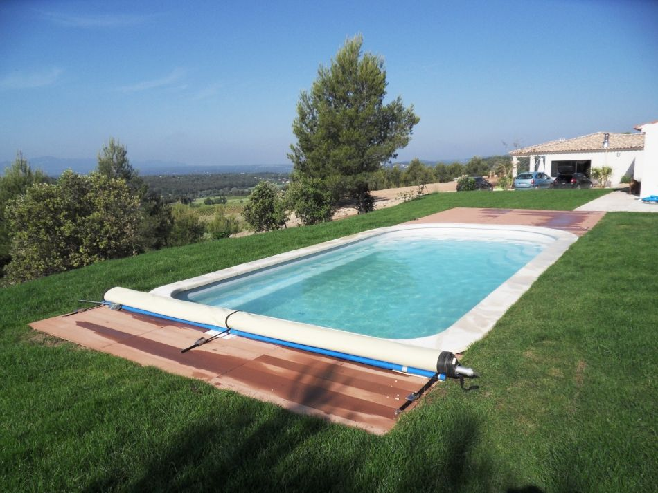 Photo photo piscine polyester bache sécurité - Photo d'une piscine coque