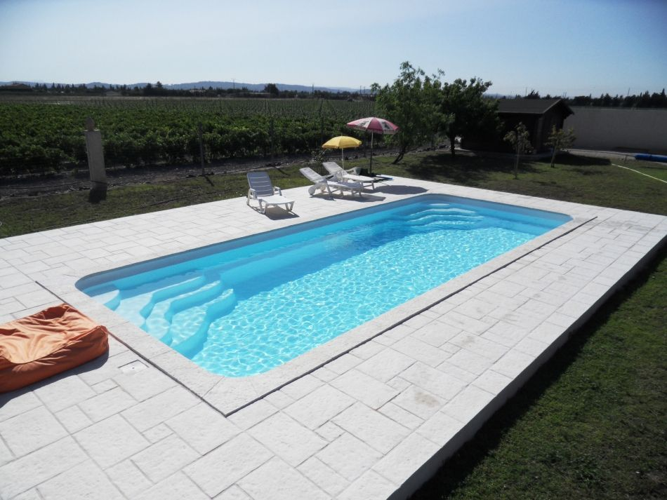 Piscine rectangulaire la piscine coque rectangle for Piscine jardin rectangle
