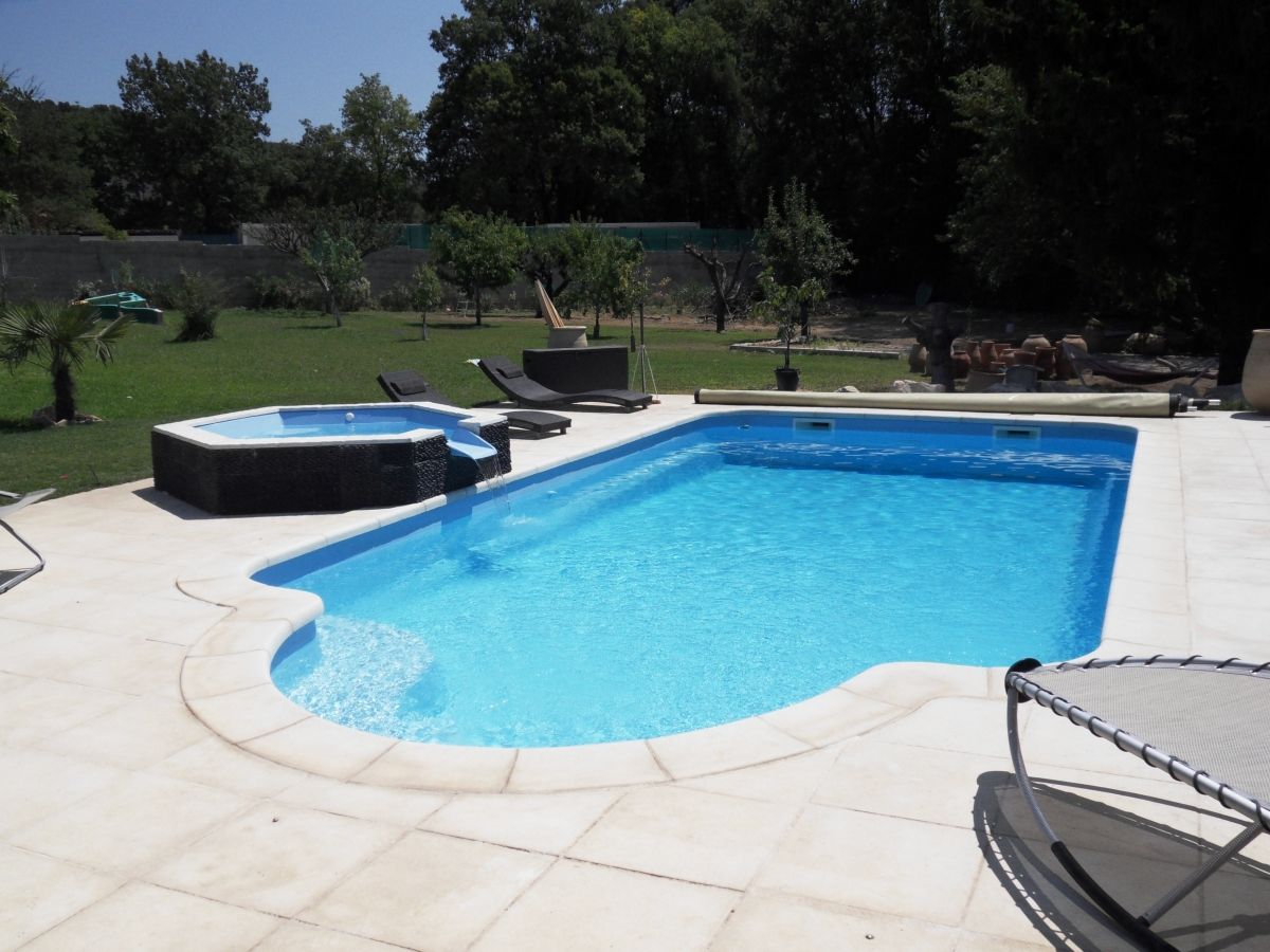 Fiche technique de la piscine mod le esparron for Tarif piscine coque