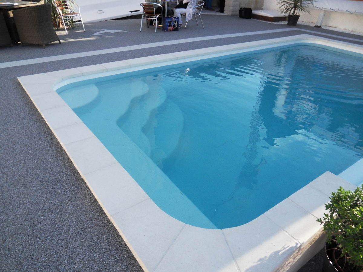 Fiche technique de la piscine mod le estari for Prix piscine polyester