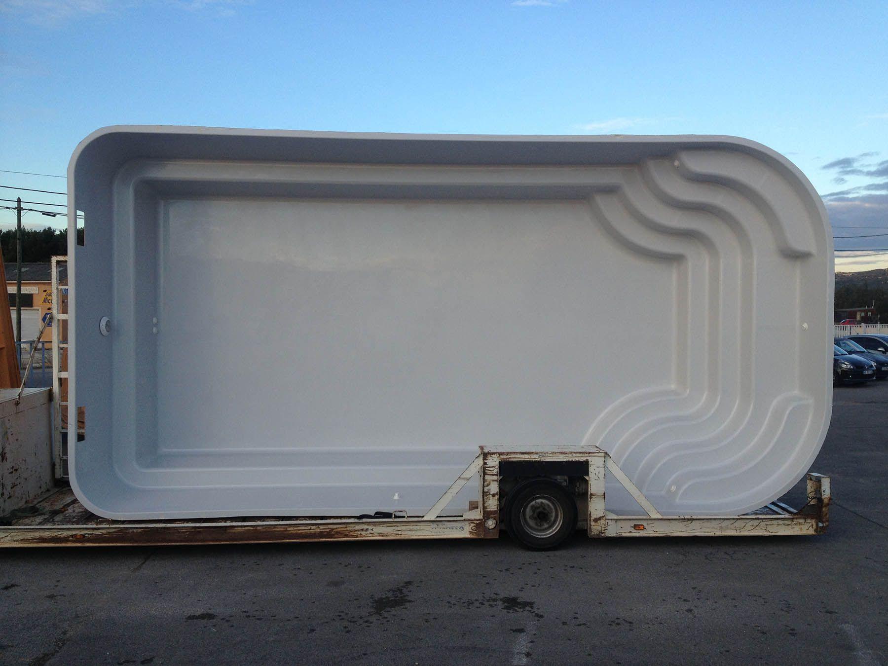 Photo Piscine polyester 8m*4m - Ubaye grise - piscine 8 par 4 grise - Photo d'une piscine coque