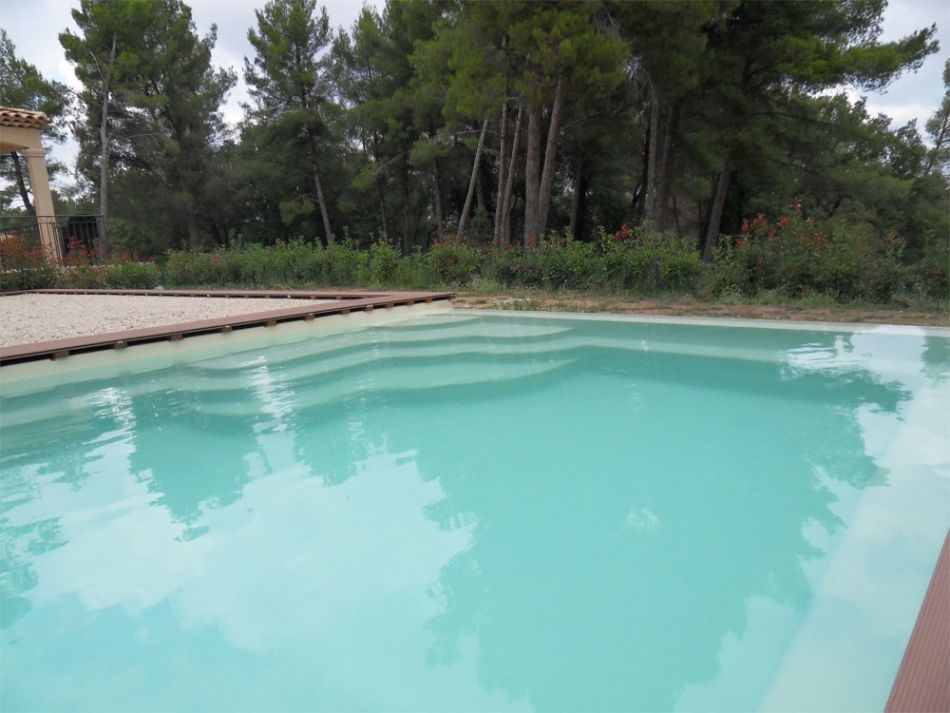 Piscine d bordement piscine polyester debordement for Piscine miroir avec bac tampon