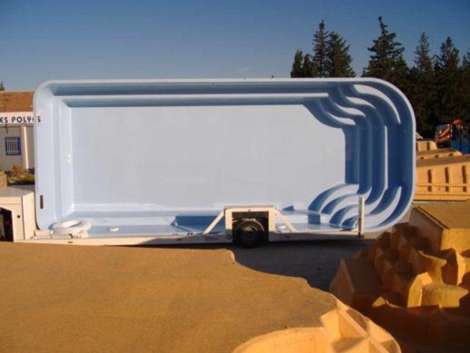 Photo Durance bleu sur remorque - Photo d'une piscine coque