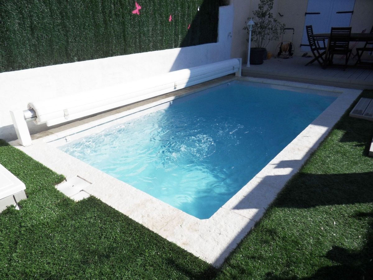Piscine encastrable pas cher maison design for Volet piscine pas cher