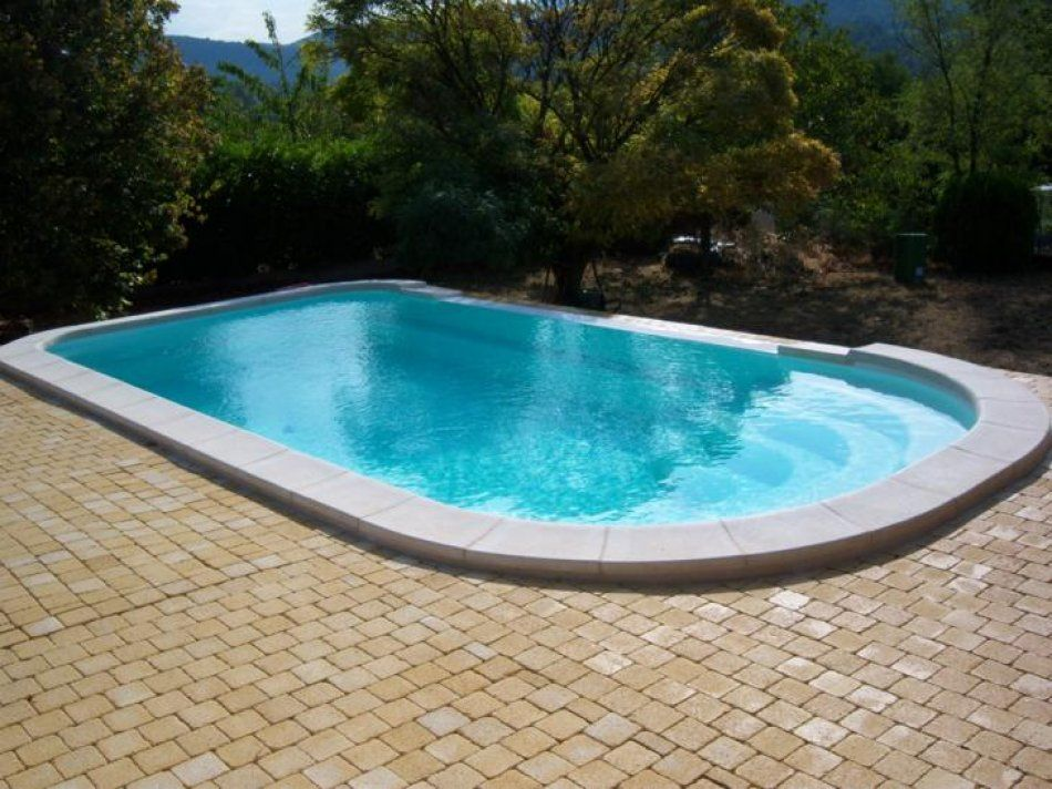 Piscine d bordement piscine polyester a debordement for Coque piscine polyester
