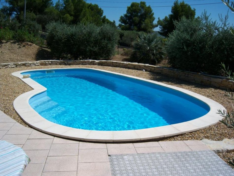 Piscine coque ovale piscine polyester ovale for Piscine enterree coque