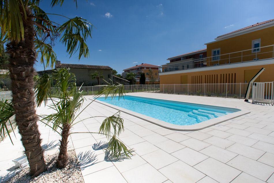 Photo piscine grand lac de 13m - Photo d'une piscine coque